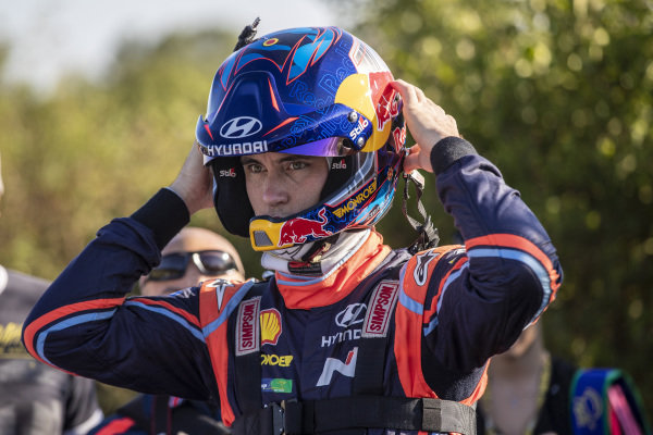 Thierry Neuville gets ready for the off on Rallye Deutschland