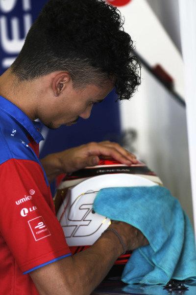 Pascal Wehrlein (DEU), Mahindra Racing, prepares