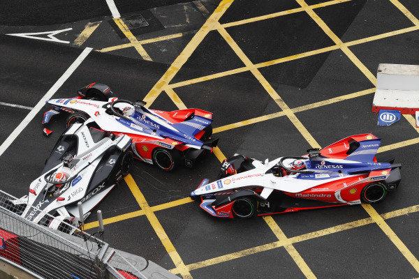 Felipe Nasr (BRA), GEOX Dragon Racing, Penske EV-3, Pascal Wehrlein (DEU), Mahindra Racing, M5 Electro, and Jérôme d'Ambrosio (BEL), Mahindra Racing, M5 Electro, crash