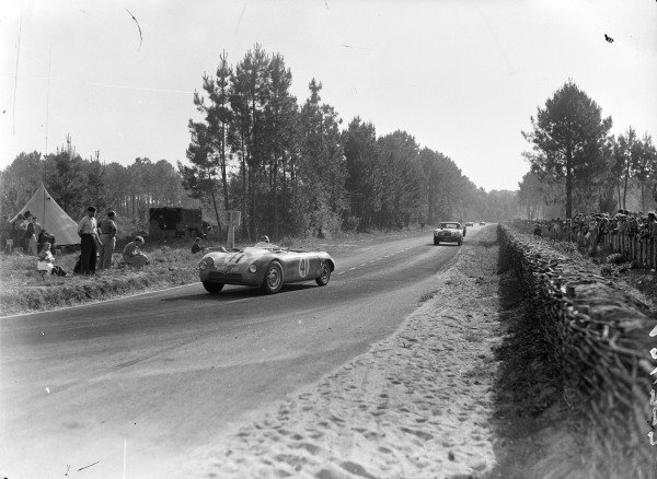 August Lachaize / Albert Debille, D.B.-Citroen, leads Arthur W. Jones / Nick Haines, Aston Martin DB2.