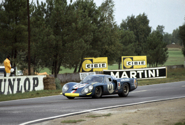 Le Mans, France. 28-29 September 1968. Mauro Bianchi/Patrick Depailler (Alpine A220-Renault), retired. World Copyright: LAT Photographic Ref: 68LM15