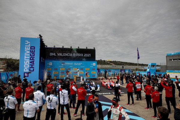 Andre Lotterer (DEU), Tag Heuer Porsche, Race winner Jake Dennis (GBR), BMW I Andretti Motorsport and Alex Lynn (GBR), Mahindra Racing celebrate on the podium