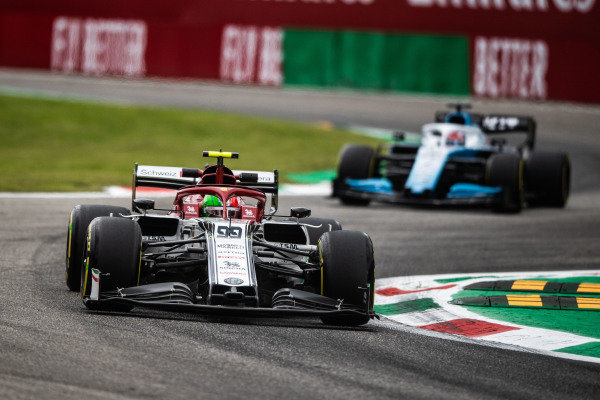 Antonio Giovinazzi, Alfa Romeo Racing C38, leads George Russell, Williams Racing FW42