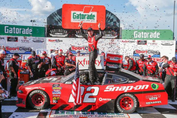 #22: Brad Keselowski, Team Penske, Ford Mustang Snap-On in victory lane