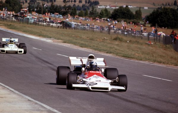 1972 South African Grand Prix.Kyalami, South Africa.2-4 March 1972.Jean-Pierre Beltoise (BRM P160B) leads Carlos Reutemann (Brabham BT34 Ford).Ref-72 SA 16.World Copyright - LAT Photographic
