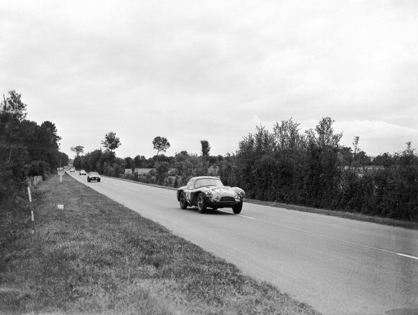 "1954 Le Mans 24 hours.Le Mans, France. 12-13 June 1954.Peter Collins/""B Bira"" (Aston Martin DB3S).Ref-Motor 769/6.World Copyright - LAT Photographic"