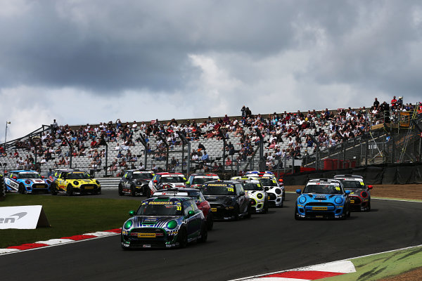 2017 MINI Challenge, Brands Hatch, Kent. 5th - 6th August 2017. Race 1 Start, Rob Smith MINI JCW leads. World Copyright: JEP/LAT Images.