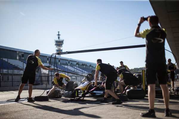 2017 FIA Formula 2 Round 10. Circuito de Jerez, Jerez, Spain. Thursday 5 October 2017. Pit stop practice with Nicholas Latifi (CAN, DAMS) car. Photo: Andrew Ferraro/FIA Formula 2. ref: Digital Image _FER8097