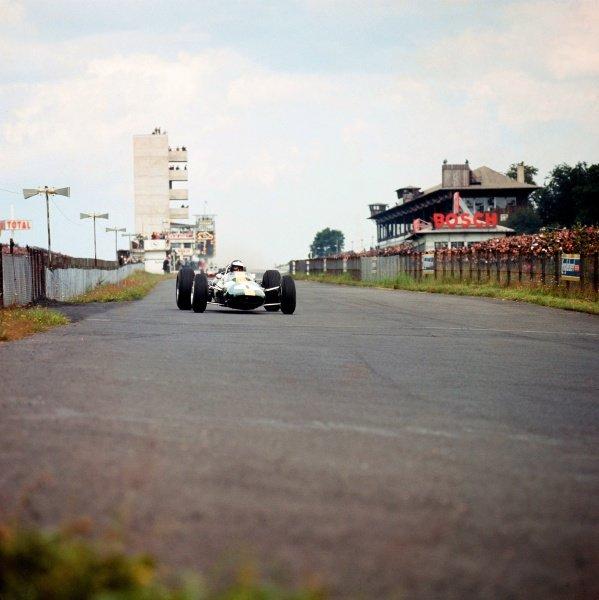 1965 German Grand Prix. Nurburgring, Germany. 30/7-1/8 1965. Jim Clark (Lotus 33 Climax) 1st position. World Copyright - LAT Photographic