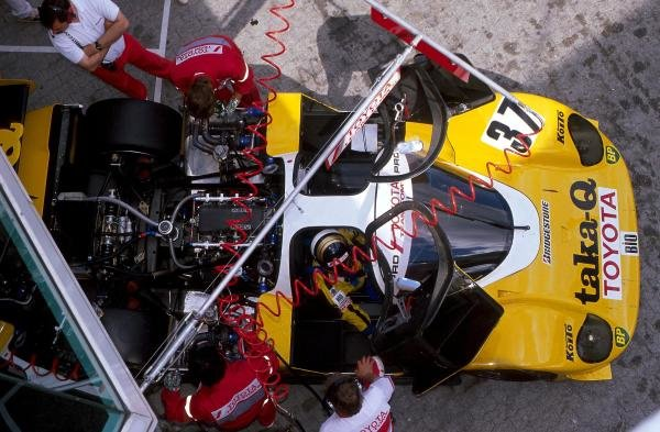 Mechanics work on the Toyota 89 CV of Johnny Dumfries (GBR).
