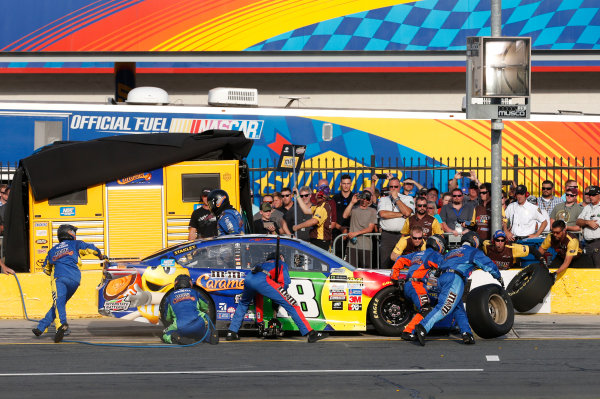 Monster Energy NASCAR Cup Series Monster Energy NASCAR All-Star Race Charlotte Motor Speedway, Concord, NC USA Friday 19 May 2017 Kyle Busch, Joe Gibbs Racing, M&M's Caramel Toyota Camry World Copyright: Matthew T. Thacker LAT Images ref: Digital Image 17CLT1mt1386