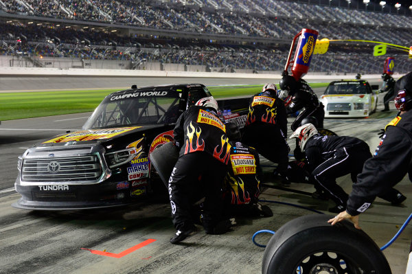 2017 Camping World Truck - NextEra Energy Resources 250 Daytona International Speedway, Daytona Beach, FL USA Friday 24 February 2017 Myatt Snider, makes a pit stop. World Copyright: John K Harrelson / LAT Images ref: Digital Image 17DAY2jh_05104