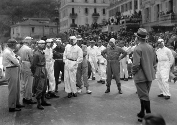1935 Monaco Grand Prix.Monte Carlo, Monaco. 19-22 April 1935.Clerk-of-the-course Charles Faroux briefs the drivers before the start on the grid (foreground left-to-right): Philippe Etancelin, Antonio Brivio, Tazio Nuvolari, Rene Dreyfus, Giuseppe Farina, Rudolf Caracciola, Earl Howe, Luigi Fagioli, Raymond Sommer, Faroux and Goffredo Zehender.World Copyright: LAT PhotographicRef: A Race Through Time exhibition #36/MotorSport calendar