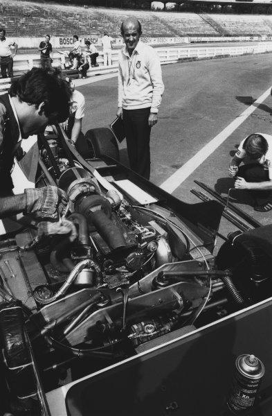 1982 German Grand Prix. Hockenheim, Germany. 6th - 8th August 1982. Brian Hart, Engine Supplier, looks over Derek Warwick's Toleman TG181C-Hart, in the pits, portrait.  World Copyright: LAT Photographic. Ref:  B/W Print.