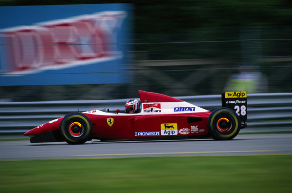 Gerhard Berger, Ferrari F93A, with brake discs glowing.