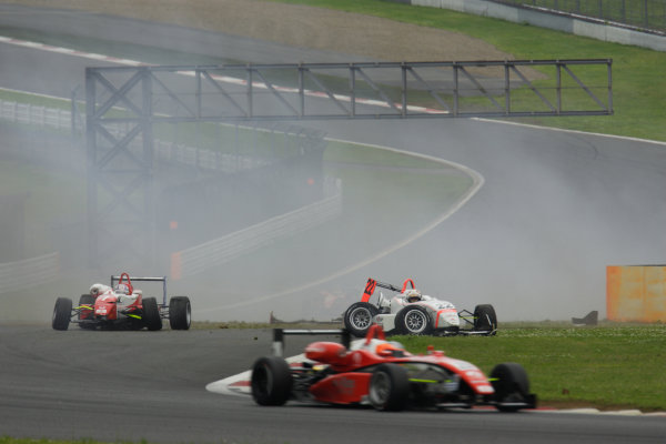 2010 Japanese Formula Three Championship Round 5 & 6 - Fuji Speedway.  12th - 13th June 2010.  Rd.6 Kazuki Miura ( #7 HFDP RACING ) & Daiki Sasaki ( #22 TEAM NOVA ) racing accident. World Copyright: Yasushi Ishihara/LAT Photographic ref: Digital Image 2010JF3_R6_008