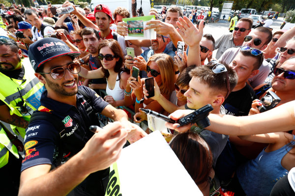 Autodromo Nazionale di Monza, Italy. Thursday 31 August 2017. Daniel Ricciardo, Red Bull Racing, signs autograhs for his fans. World Copyright: Sam Bloxham/LAT Images  ref: Digital Image _W6I1936