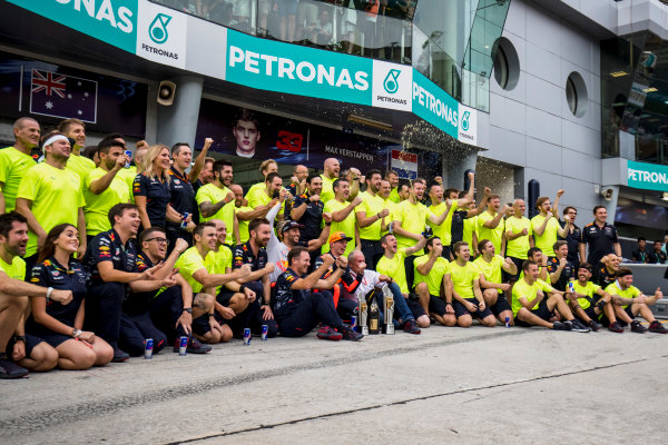 Sepang International Circuit, Sepang, Malaysia. Sunday 1 October 2017. Max Verstappen, Red Bull, 1st Position, Daniel Ricciardo, Red Bull Racing, 3rd Position, Christian Horner, Team Principal, Red Bull Racing, Helmut Markko, Consultant, Red Bull Racing, and the Red Bull team celebrate. World Copyright: Zak Mauger/LAT Images  ref: Digital Image _56I3682