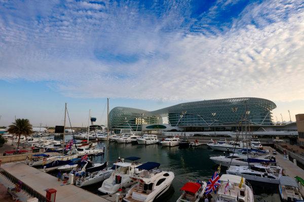 Yas Marina Circuit, Abu Dhabi, United Arab Emirates. Thursday 26 November 2015. Boats in the Marina. World Copyright: Alastair Staley/LAT Photographic ref: Digital Image _79P5898