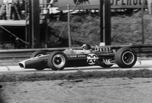 Monza, Italy. 8-10 September 1967. Jim Clark (Lotus 49 Ford), 3rd position, action. World Copyright - LAT Photographic. ref: L67/720/5