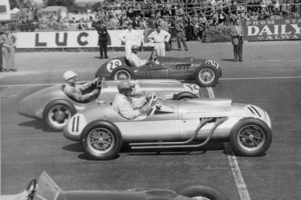 1952 British Grand Prix.Silverstone, Great Britain. 19 July 1952.Peter Collins (HWM 52-Alta, number 29), Stirling Moss (ERA G-type-Bristol, number 12) and Alan Brown (Cooper T20-Bristol, number 11) at the start.World Copyright - LAT Photographic