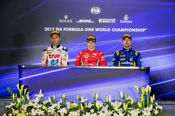 2017 FIA Formula 2 Round 11. Yas Marina Circuit, Abu Dhabi, United Arab Emirates. Sunday 26 November 2017. Alexander Albon (THA, ART Grand Prix), Charles Leclerc (MCO, PREMA Racing), Nicholas Latifi (CAN, DAMS).  Photo: Zak Mauger/FIA Formula 2. ref: Digital Image _56I2602