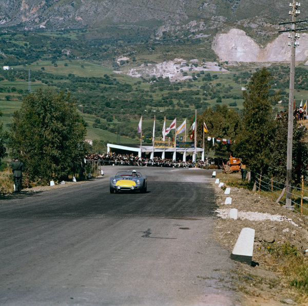 Little Madonie Circuit, Sicily, Italy. 30th April 1961 Stirling Moss/Graham Hill (Porsche 718 RS60), retired, action World Copyright: LAT Photographic Ref:  233