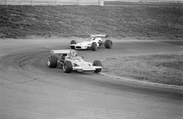 Mike Beuttler, March 712M Ford, leads Carlos Reutemann, Brabham BT36 Ford.