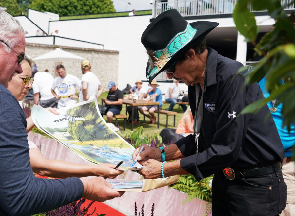 Richard Petty signs autographs.