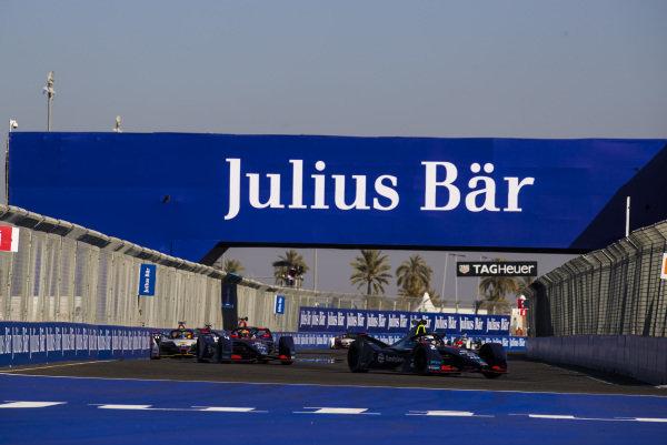 Nelson Piquet Jr. (BRA), Panasonic Jaguar Racing, Jaguar I-Type 3, leads Robin Frijns (NLD), Envision Virgin Racing, Audi e-tron FE05