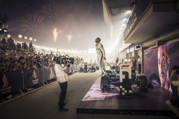 Race winner Lewis Hamilton, Mercedes-AMG F1 W09 EQ Power+ celebrates in parc ferme
