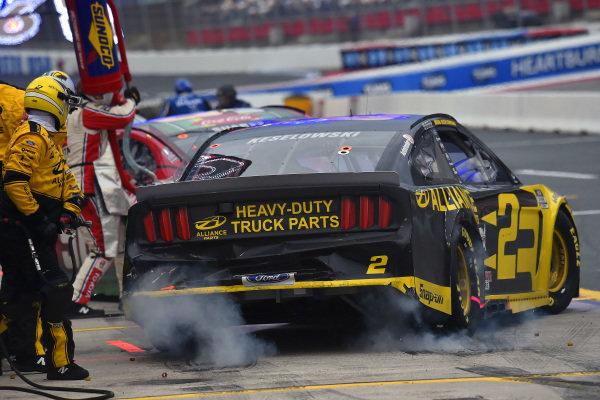 #2: Brad Keselowski, Team Penske, Ford Mustang Western Star/Alliance Parts pit stop