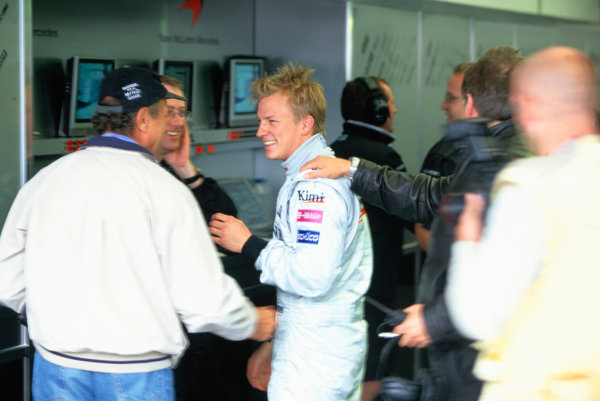 2004 British Grand PrixSilverstone England. 9th - 11th July.Kimi Raikkonen, McLaren Mercedes MP4/19 is congratulated on his pole postion by his team and ex Mclaren Team co-ordinator Jo Ramirez.World Copyright:Charles Coates/LAT Photographic Ref:35mm image A02
