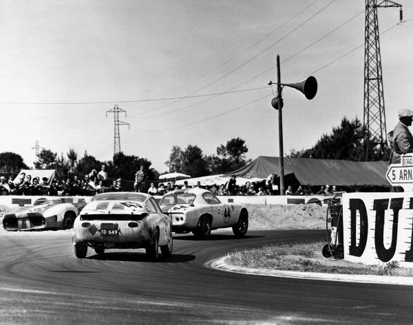 Le Mans, France. 23rd - 24th June 1962 David Hobbs/Frank Gardner (Lotus Elite Mk 14 Climax), 8th position, leads Claude Dubois/Georges Harris (Abarth Simca 1300), 14th position, action. World Copyright: LAT Photographic Ref:  Autocar Used Pic 29th June 1962 Pg 1065.