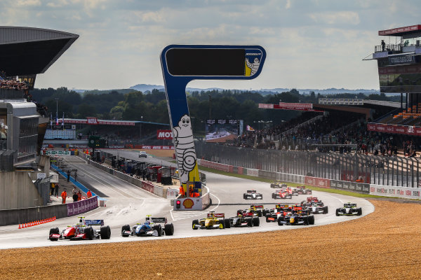 Le Mans (FRA) SEPT 25-27 2015 - World Series by Renault 2015 at the Bugatti circuit of Le Mans. Oliver Rowland #4 Fortec, leads the pack at the start of Race 1. Action. © 2015 Diederik van der Laan  / Dutch Photo Agency / LAT Photographic