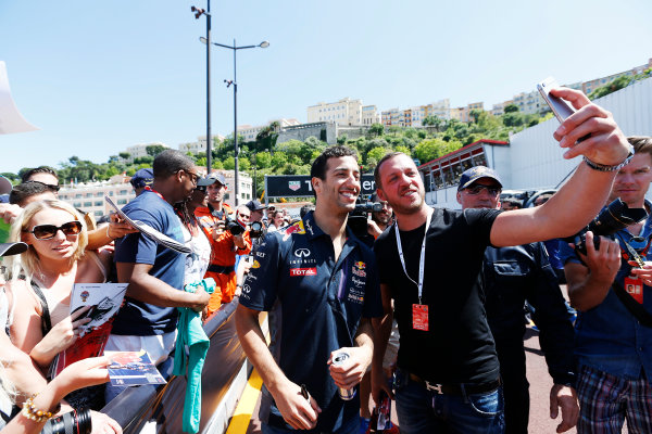 Monte Carlo, Monaco. Friday 22 May 2015. Daniel Ricciardo, Red Bull Racing, poses for a photo with fans. World Copyright: Alastair Staley/LAT Photographic. ref: Digital Image _R6T9599