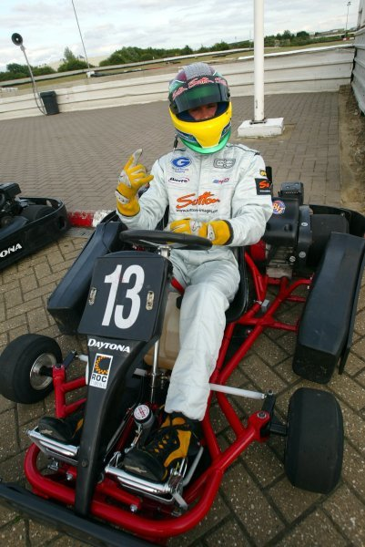 Alan Van Der Merwe (RSA) Carlin Motorsport took pole position and set fastest lap, but a rare late race error saw him spinning from the lead into third position by the finish.  