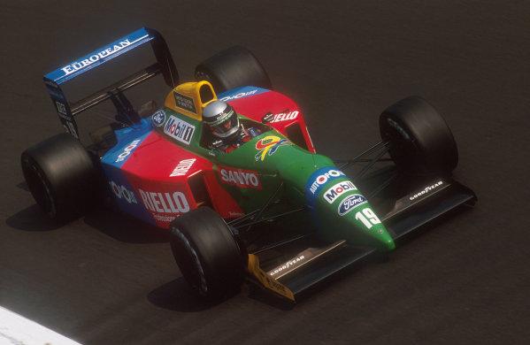 1990 Italian Grand Prix.Monza, Italy.7-9 September 1990.Alesandro Nannini (Benetton B190 Ford) 8th position at Parabolica.Ref-90 ITA 03.World Copyright - LAT Photographic