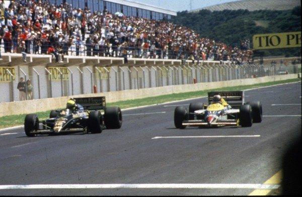 1986 Spanish Grand Prix. Jerez, Spain. 11-13 April 1986. Ayrton Senna (Lotus 98T Renault, left) wins from Nigel Mansell (Williams FW11 Honda) by 0.014s. Ref. 86ESP59. World Copyright - LAT Photographic