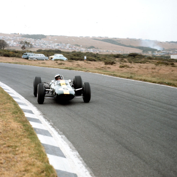 East London, South Africa.30/12/64-1/1/1965.Jim Clark (Lotus 33 Climax) 1st position.Ref-3/1509.World Copyright - LAT Photographic