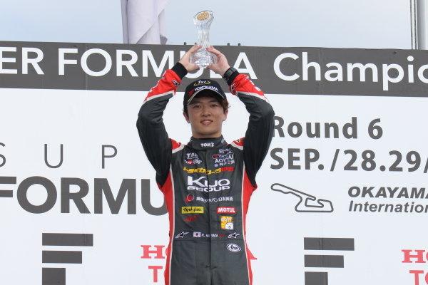 Round 19 winner Ritomo Miyata, Corolla Chukyo Kuo TOM'S, Dallara F317 Toyota, celebrates on the podium