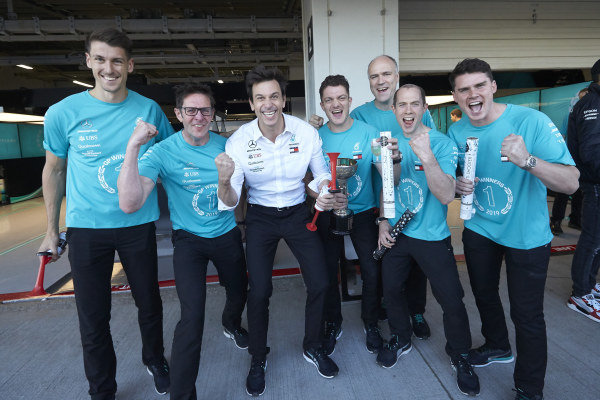 Toto Wolff, Executive Director (Business), Mercedes AMG and Andrew Shovlin, Chief Race Engineer, Mercedes AMG celebrate winning the constructors' championship with colleagues