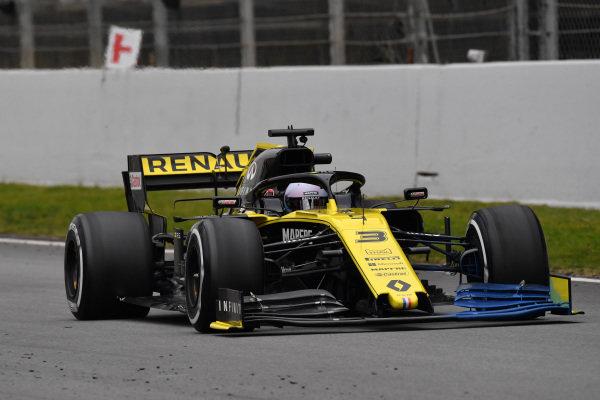 Daniel Ricciardo, Renault F1 Team R.S. 19  with aero paint on front wing