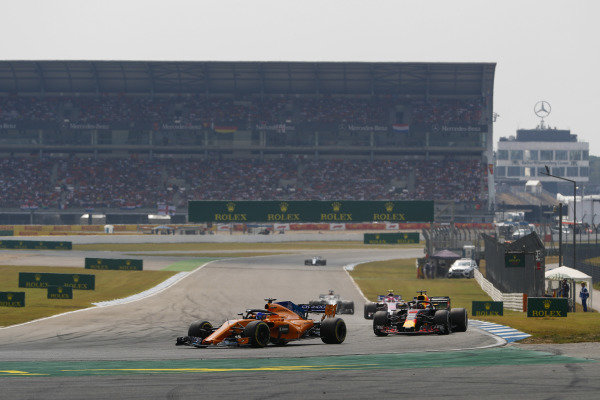 Fernando Alonso, McLaren MCL33 Renault, leads Daniel Ricciardo, Red Bull Racing RB14 Tag Heuer.