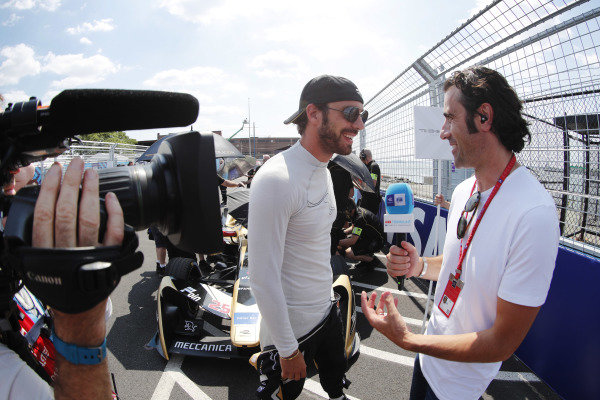 Jean-Eric Vergne (FRA), TECHEETAH, Renault Z.E. 17, talks with TV Pundit Dario Franchitti, on the grid.