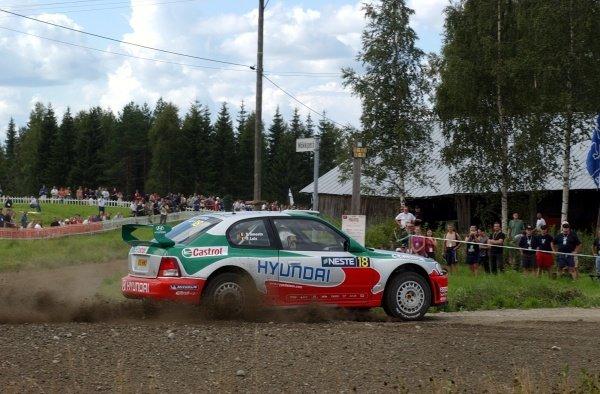Freddy Loix (BEL), Hyundai Accent WRC.FIA World Rally Championship, Neste Rally Finland, Rd9, Finland. Day One. 9 August 2002.DIGITAL IMAGE