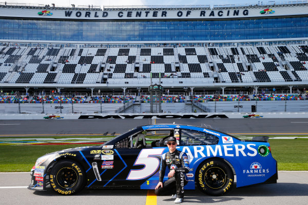 13-21 February, 2016, Daytona Beach, Florida USA   Kasey Kahne, driver of the #5 Farmers Insurance Chevrolet, poses with his car after qualifying for the NASCAR Sprint Cup Series Daytona 500 at Daytona International Speedway on February 14, 2016 in Daytona Beach, Florida.   LAT Photo USA via NASCAR via Getty Images