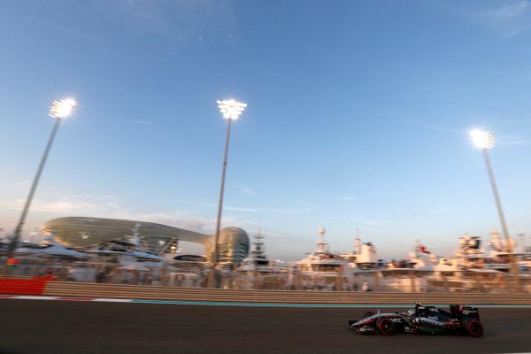 Yas Marina Circuit, Abu Dhabi, United Arab Emirates. Sunday 29 November 2015. Sergio Perez, Force India VJM08 Mercedes. World Copyright: Charles Coates/LAT Photographic ref: Digital Image _99O1918
