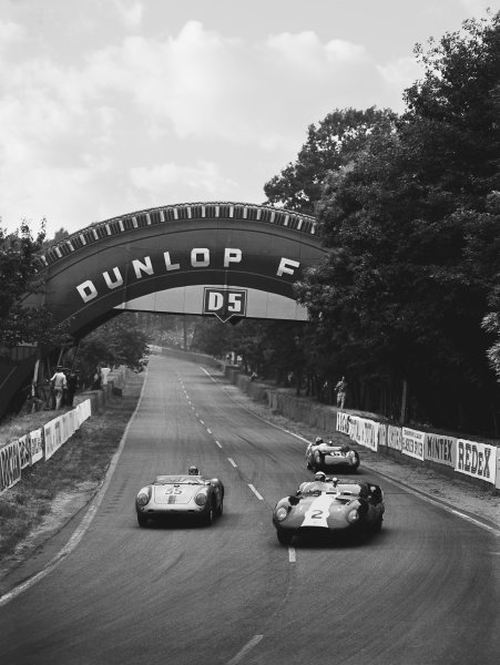 1959 Le Mans 24 hours. Le Mans, France. 20th - 21st June 1959. Walt Hansgen / Peter Blond (Lister Costin-LM Jaguar), retired leads Jean Kerguen / Robert Lacaze (Porsche 550 RS), retired and Alan Stacey / Keith Greene (Lotus 17 Climax), retired, action.  World Copyright: LAT Photographic.  Ref: Autocar Glass Plate C55942.