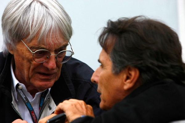 Interlagos, Sao Paulo, Brazil.16th October 2009.Bernie Ecclestone with Nelson Piquet. Portrait. World Copyright: Charles Coates/LAT Photographicref: Digital Image _26Y9444